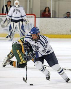 Hokejové korčule musia na ľade hráča držať